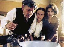 Kristína Nováková (v strede) vo filme Pelíšky