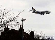 Airbus A380 pristáva v Londýne
