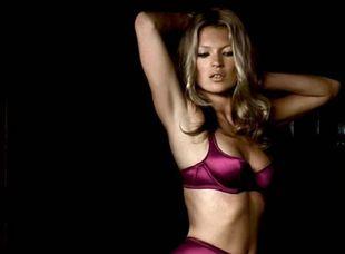 Modelka Kate Moss v reklamnej kampani značky Agent Provocateur spred roka.