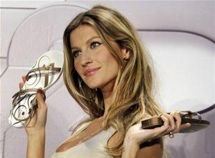Brazílska topmodelka Gisele Bündchen predstavila v Nemecku sandále Ipanema, ktoré navrhuje pre spoločnosť Grendene.