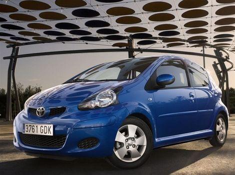 Nová predná časť Toyoty pôsobí robustnejším dojmom.