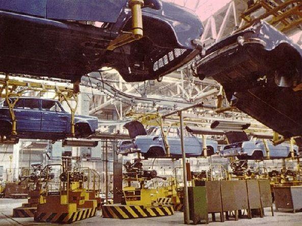 Nové auto si vyžiadalo aj úplne novú fabriku. V Maldej Boleslavy vyrástlo 40 výrobných hál, nové cesty a železničná prípojka.