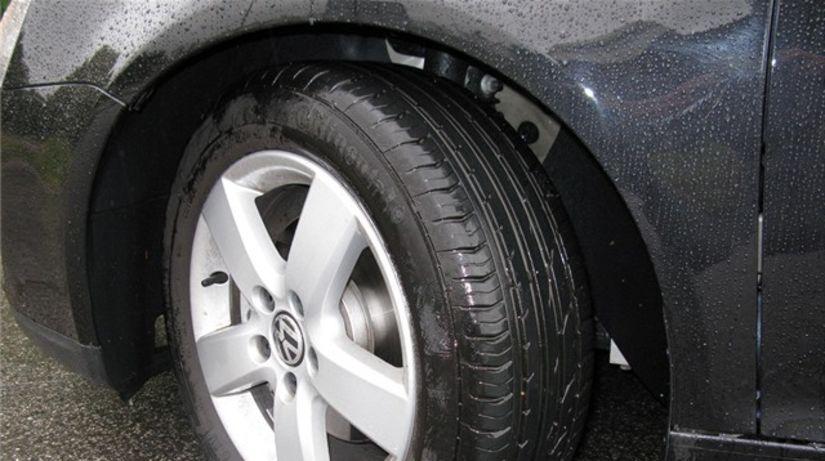 58dad389ec2 ADAC  Na lacných pneumatikách neušetríte - Poradňa - Auto - Pravda.sk