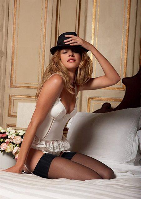 Natalia Vodianova v reklame na bielizeň Etam.