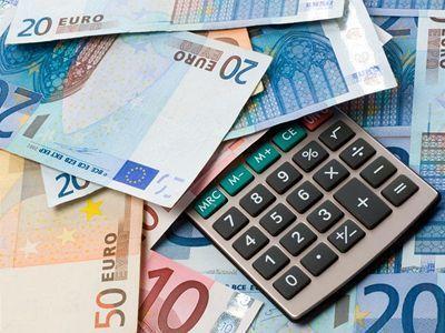 Peniaze, euro, kalkulačka, dane