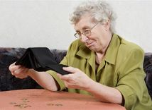 dôchodok, dôchodca, peniaze, chudoba