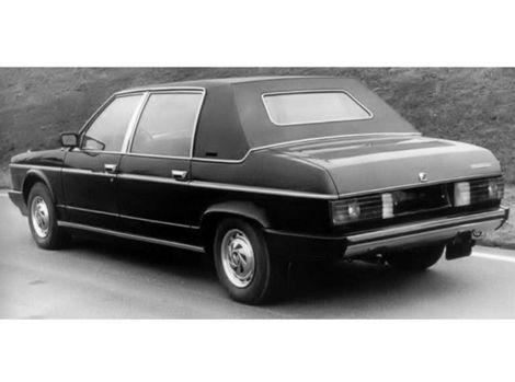 Tatra 613 K dostala textilnú strechu.