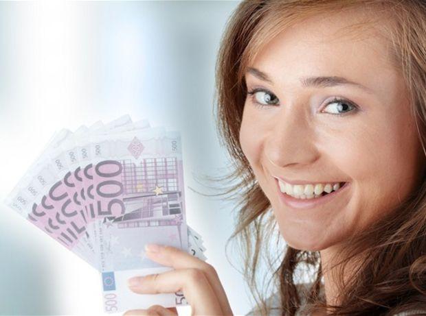 teta, žena, peniaze, euro, bankovky, sporenie, investovanie