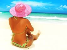 leto, dovolenka, opaľovanie, klobúk, slnko, slnenie, pláž, more, letná dovolenka, vitamín D