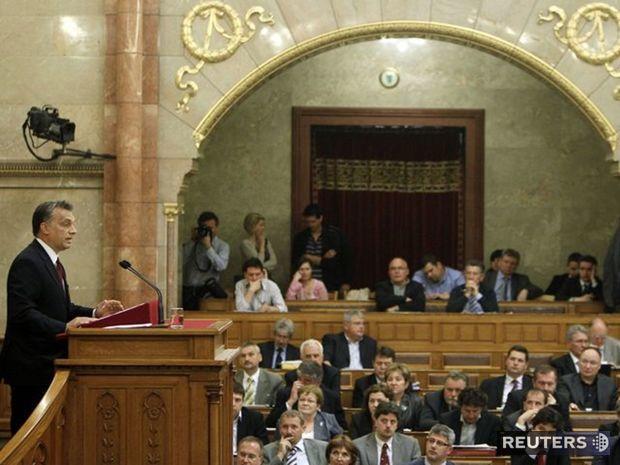 Maďarsko, parlament, Budapešť, Orbán