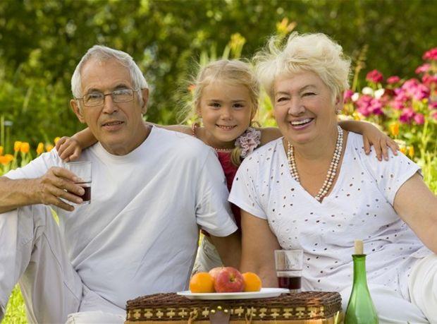 dôchodca, dôchodok, piknik, rodina, vnuk, vnučka, dieťa