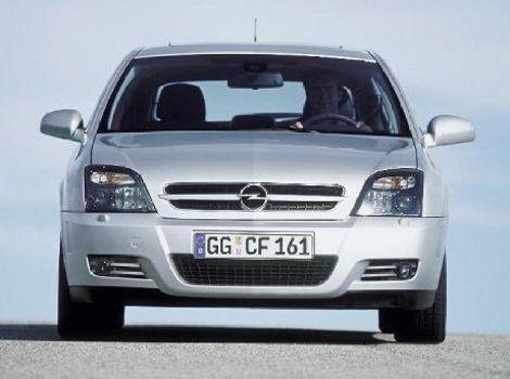Verzia GTSdostala zatmavené predné svetlomety.