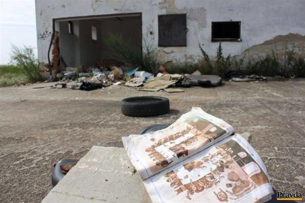 Jediný šenk, ktorý sa v Krvavých Šenkoch dá nájsť, je ten v knižke o remeslách. Váľa sa na miestnom smetisku.