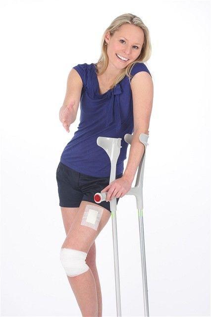kĺby -bolesť - barla - chôdza -