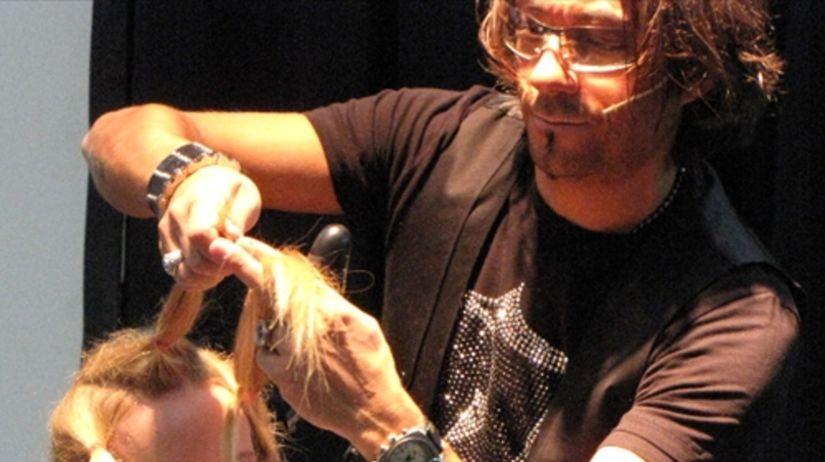 Video  Taliansky kaderník predvádza strih dlhých vlasov - Krása a móda -  Žena - Pravda.sk a0f6a37867c