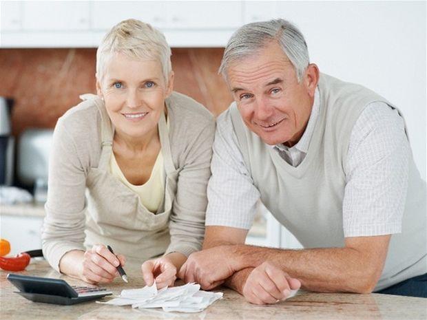 dôchodok, dôchodca, manželia, penzia, sporenie, kalkulačka, rozpočet, rodina