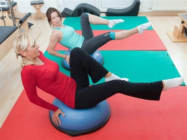 Cvičenie, ženy, chrbtica, fit lopta,  rehabilitácia.
