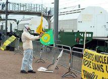 demonštrant, demonštrácia, vlak, rádioaktivita