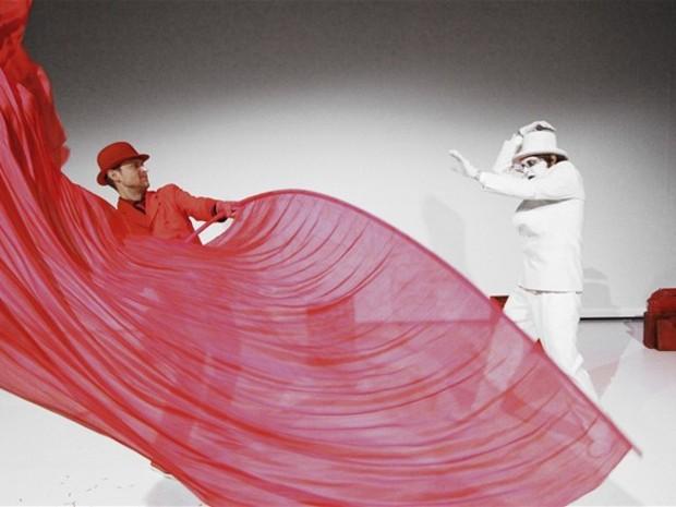Červená, modrá, biela. Nórsko-slovenský divadelný projekt v réžii Patrika Lančariča.