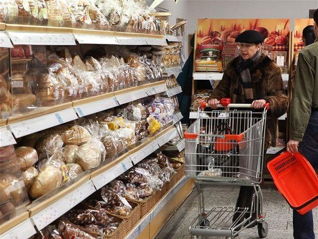 nákup, potraviny, chlieb, supermarket, inflácia, pečivo, obchod