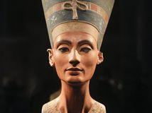 Busta kráľovnej Nefertiti