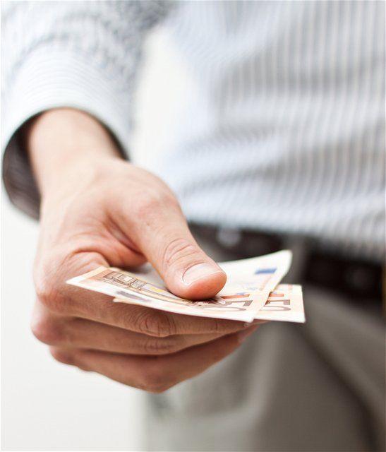 peniaze, euro, dôchodok, bankovky, úver, výplata, dane