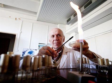 Mikrobiológ Libor Ebringer sa zamiloval do bryndze a žinčice. Vyše polstoročia skúma aj ich účinky pri ochrane zdravia a v boji proti rakovine.