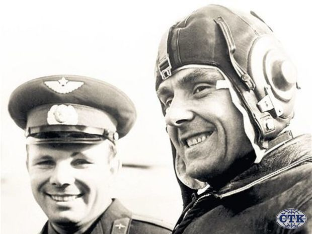 yuri gagarin and vladimir komarov - photo #6