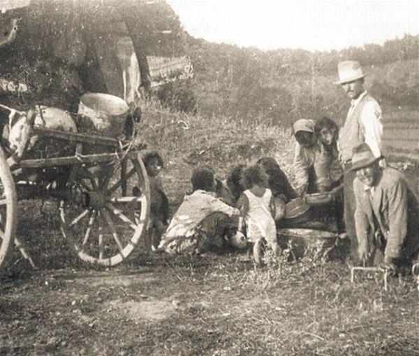 Namiesto kočovných táborov začali vznikať pracovné tábory.