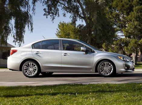 Impreza sedan má podobné línie ako väčšie Legacy.