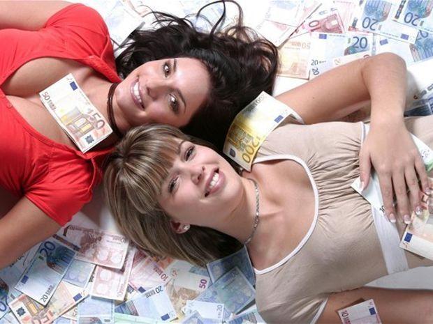 peniaze, výplata, bankovky, plat, boháč, milionár, sporenie, úspory, hypotéka