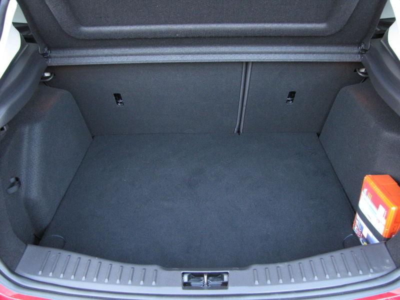 Dôležitejší ako papierový objem je pravidelný tvar batožinového priestoru.