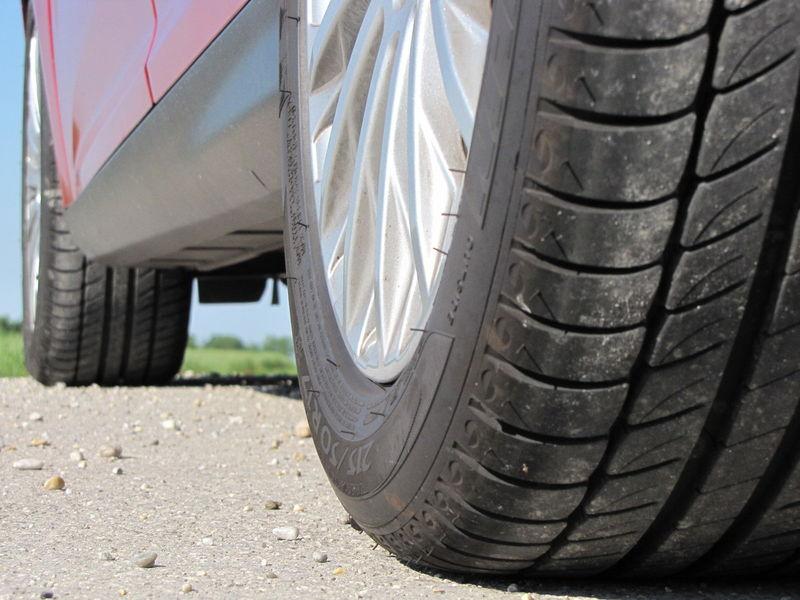 Sériové pneumatiky si s nastavením podvozku dobre rozumeli.