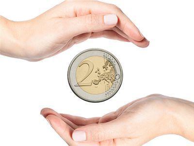 Euro, peniaz, ruky