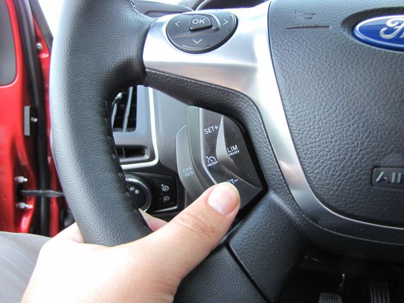 Ford dokázal na volant umiestniť až 21 tlačidiel.