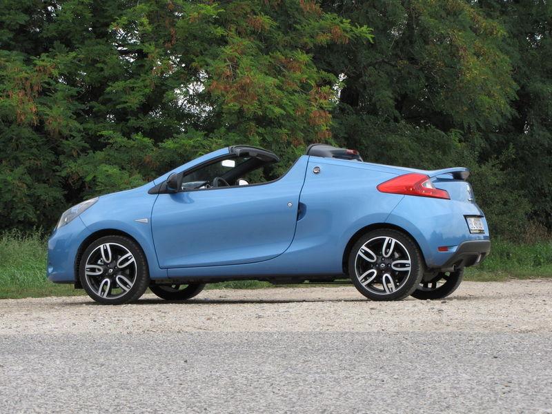 Renault je zasa v niečom originálny, z Twinga vyčaroval zábavný a dostupný kabriolet.
