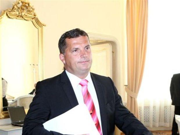 5de15a515 Ak by sa zasadnutia Európskeho a krajského parlamentu prekrývali, prednosť  podľa neho dostane Trnava.