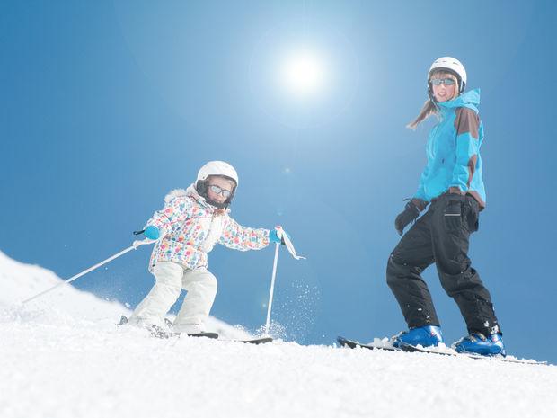 lyžovačka, lyže, zima, svah, prilba, lyžovanie
