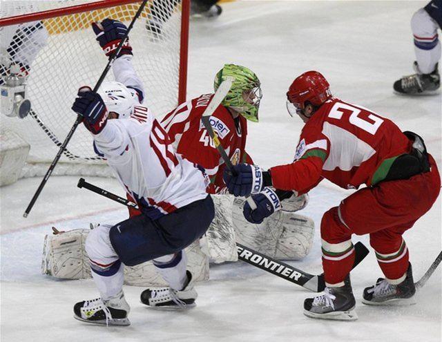 Francúz Yohann Auvitu práve strelil víťazný gól do siete Bieloruska.