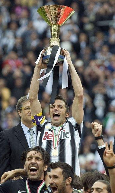 Alessandro Del Piero s majstrovskou trofejou.
