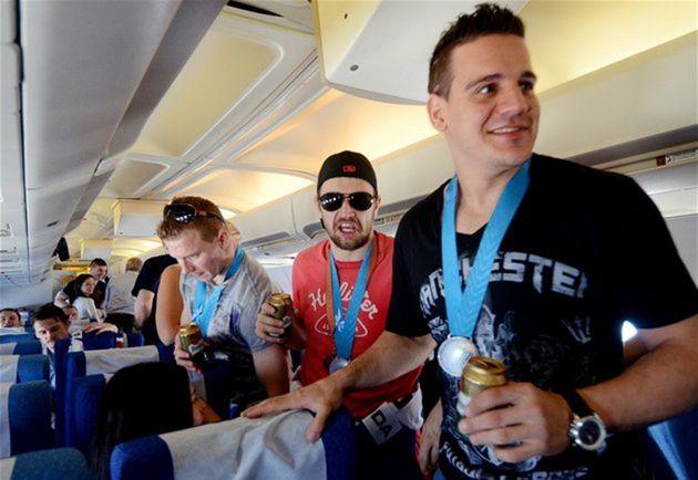 V lietadle z Helsínk do Bratislavy bola skvelá nálada.