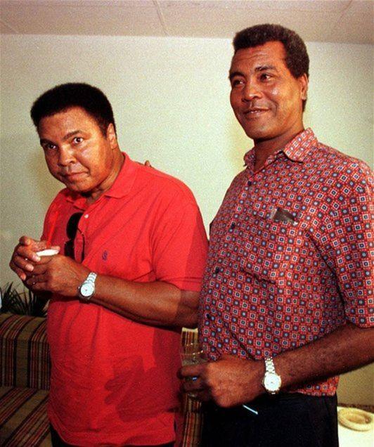 Dve boxerské legendy. Na fotke z roku 1998 vedľa seba stoja Muhammad Ali (vľavo) a Teófilo Stevenson.