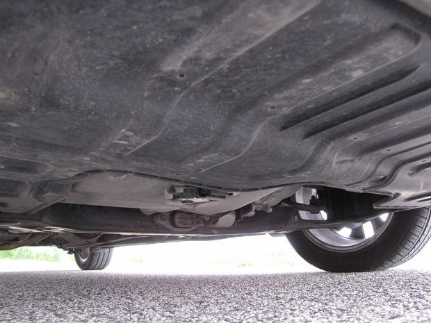K zníženiu spotreby pri rýchlej jazde prispieva aj kryt pod motorom.