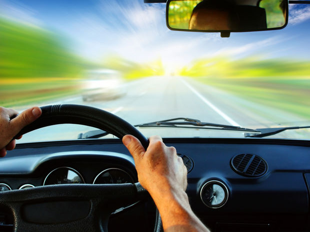 vodič, šofér, auto, volant, cestovanie, dovolenka, jazda