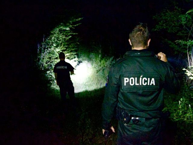 Na príjazdových cestách k hranici je podozrivý takmer každý.