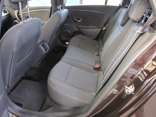 O 62 mm dlhší rázvor (v porovnaní s hatchbackom) znamená viac vnútorného priestoru.