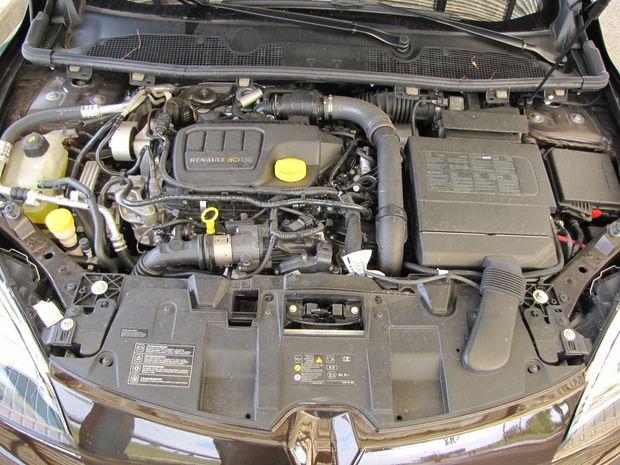 Motor 1.6 dCi je dobrým agregátom, pozor len na veľmi dlhé servisné intervaly výmeny motorového oleja. Násilné znižovanie predpokladaných servisných nákladov sa v dlhodobom časovom horizonte nevypláca. Kto chce reálne ušetriť, paradoxne mení olej častejšie.