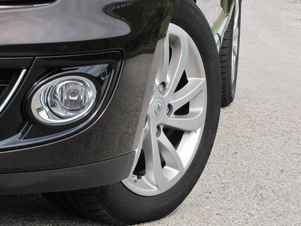 Testovaný Mégane Grandtour jazdil na pneumatikách Michelin Energy Saver 205/55 R 16. Ak môžete, 17-palcovým diskom sa vyhnite, zhoršujú komfort jazdy.
