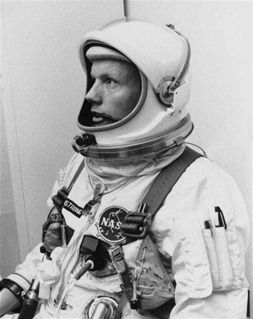 Neil Armstrong, prvý človek na Mesiaci.