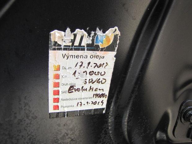 Olej meňte čo najčastejšie. Zo štítku na testovanej Lagune sme sa presný počet km pri poslednej výmene nedozvedeli. Číslo nebolo dobre viditeľné. Či je to zámer, netušíme.